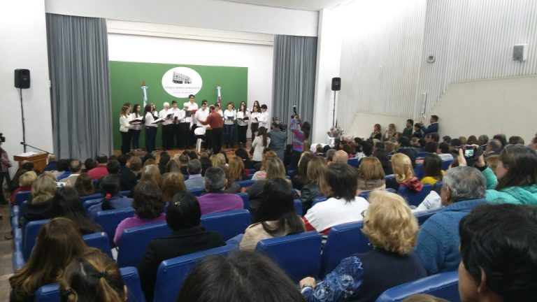 SADOP presenció la ceremonia de reconocimiento a maestros entrerrianos