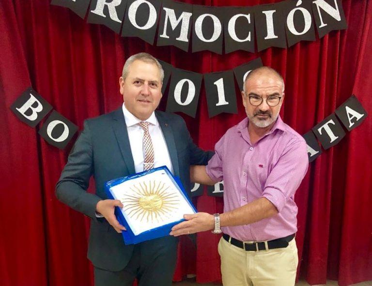 El Inst. Lidia Carmen Leissa recibió una nueva bandera de ceremonias